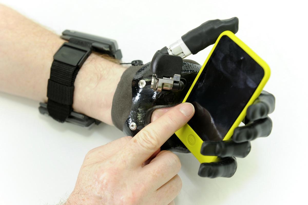 Электронный протез своими руками